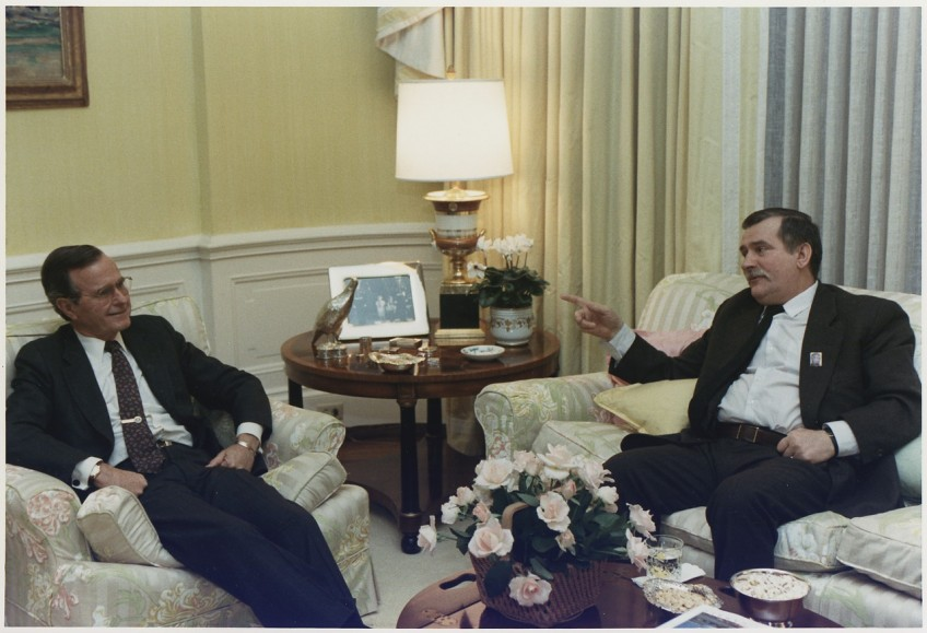 Lech Walesa  (rechts) en president Bush, 14 november 1989 (US Archives)