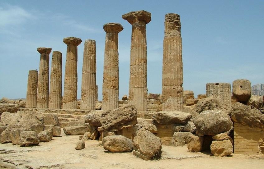 Restanten voor een tempel voor Herakles (Hercules) in Agrigento, Sicilië - cc