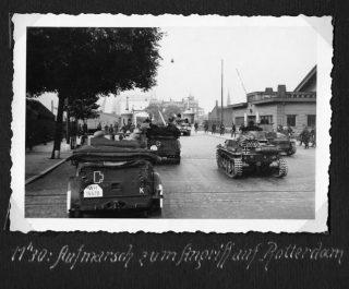 Duitsers rukken op 14 mei op door de stad om 09.50 Nederlandse tijd.