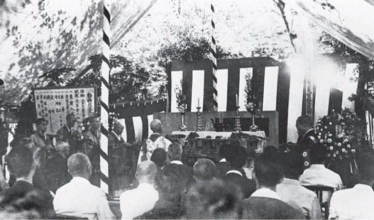 """De ceremonie voor """"dierlijke martelaren"""" vond plaats in een tent. © Ueno Zoo"""