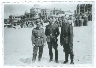 Duitse soldaten op het strand van Scheveningen. Bron: Gerard Groeneveld, Heinz in Holland (Nijmegen: VanTilt, 2007).