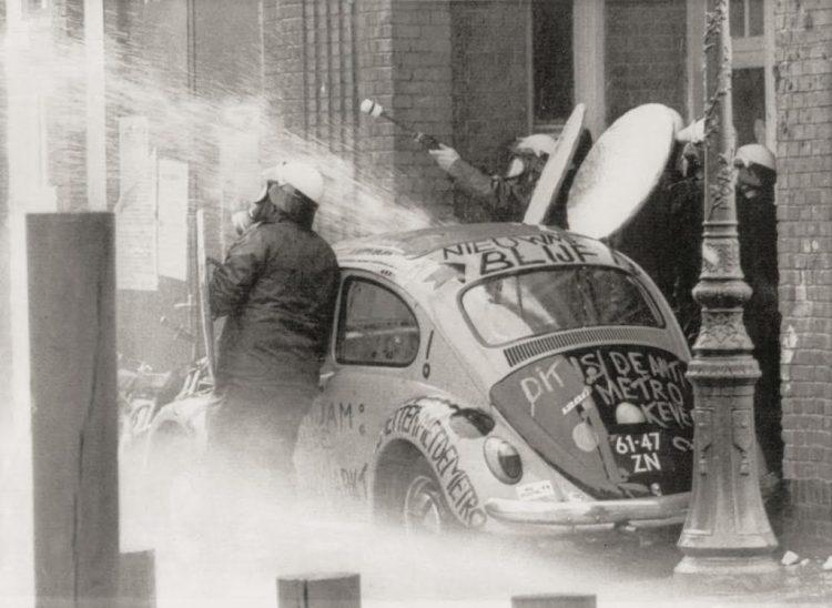 Rellen in de Nieuwmarktbuurt, 1975. Bron: Nationaal Archief/Spaarnestad (boek p.235)
