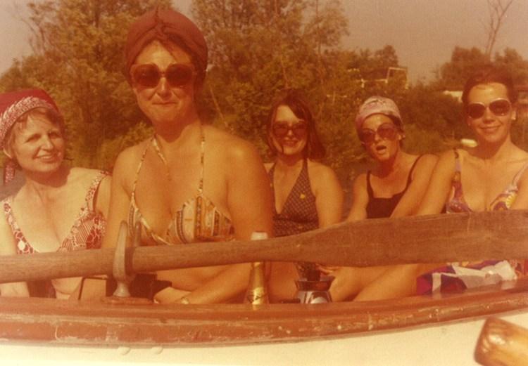 De dames van het meer, spelevarend op het meer (1972)