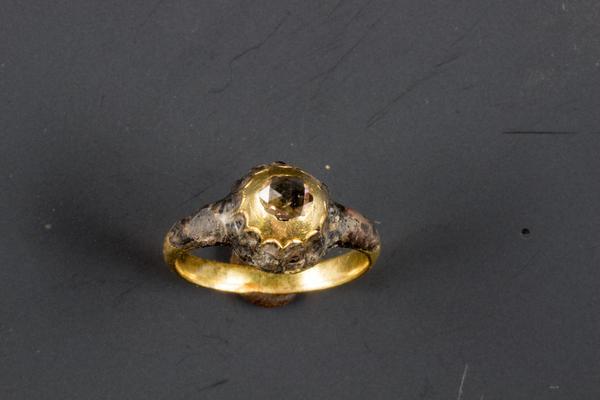 Diamanten ring gevonden in beerput Alkmaar - Foto: Archeoplan Delft