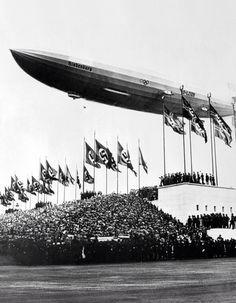 Hindenburg vliegt over het Olympiastadion