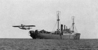 Verkenningsvliegtuig tijdens de Duitse expeditie in Antarctica (histarmar.com)