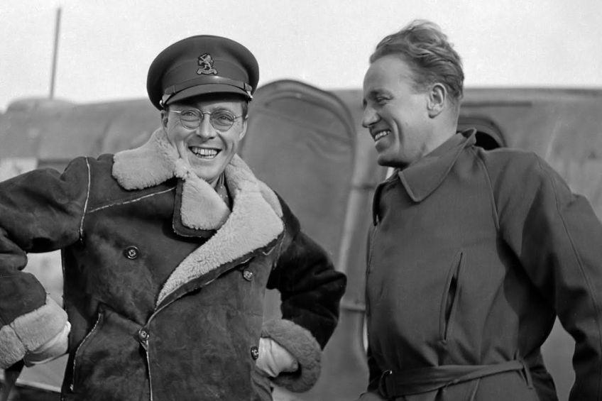 Prins Bernhard als piloot. Bron:  www.transparency.nl