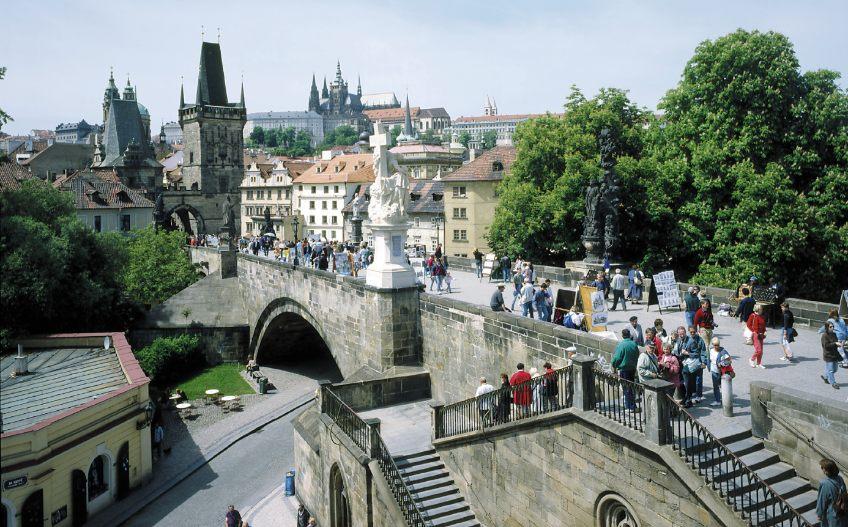 De Karelsbrug in Praag - cc