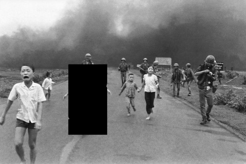 De Noorse premier plaatste na de verwijdering de foto nogmaals, maar dan in een bewerkte versie, om aan te tonen dat de geschiedenis verandert als je beelden aanpast.