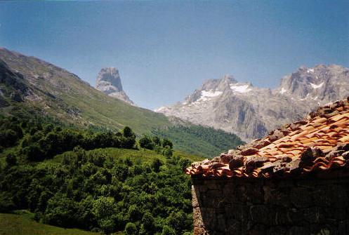 Naranjo de Bulnes. Gezien vanaf het dorp