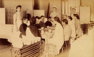 Vrouwelijke patiënten in het  Bellevue Hospital, eind 19e eeuw. Foto:cc