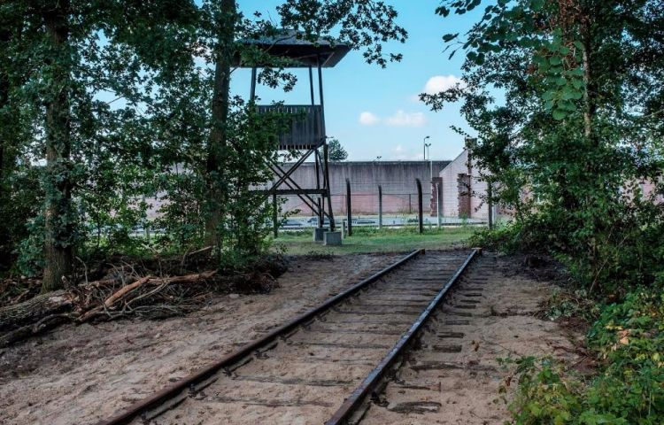 Spoordeel bij de kampgracht van Kamp Vught - Foto: Jan van de Ven