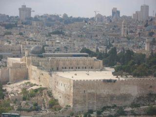 De Tempelberg in Jeruzalem met links de Al-Aqsa-moskee - cc