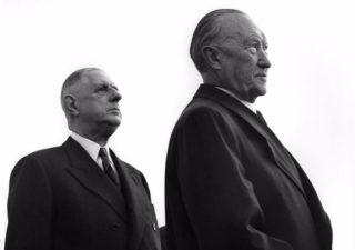 Charles de Gaulle en Konrad Adenauer, 1961 (cc - Bundesarchiv)