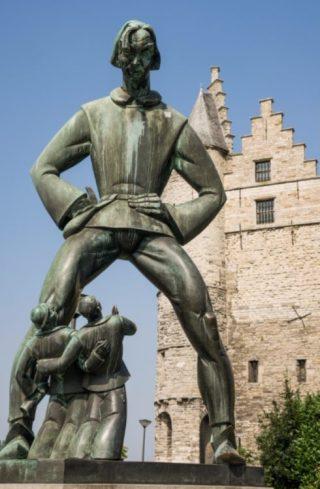 Standbeeld Lange Wapper voor kasteel Het Steen (Antwerpen) - cc