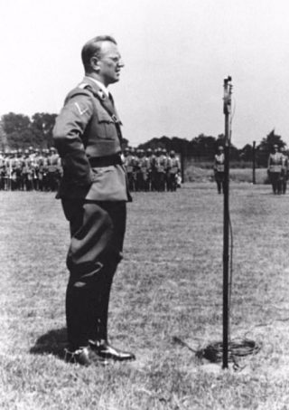 Seyss-Inquart spreekt de Ordnungspolizei toe in Den Haag (1940)