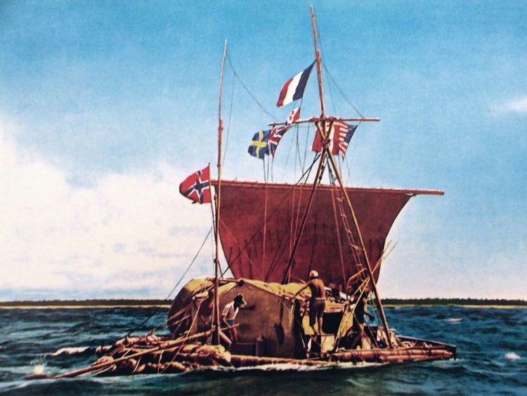 Ingekleurde foto van de Kon-Tiki van Thor Heyerdahl