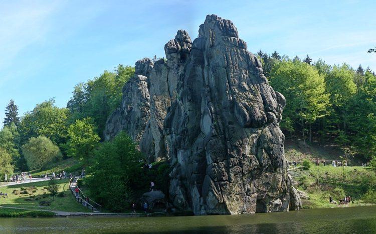De Externsteine, rotsformatie in het Teutoburgerwoud