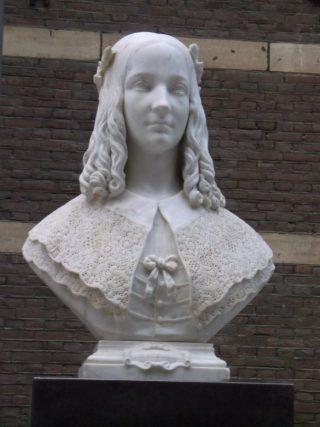 Buste van Anna Maria van Schurman door Pieter Puyenbroek in de Statenpassage van het Tweede Kamergebouw