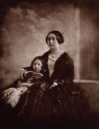 De oudste foto van Victoria, samen met haar oudste dochter (1845)