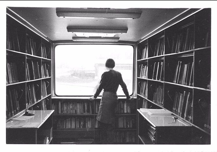 Nederlandse bibliobus met uitzicht, 1967