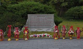 Monument bij het geboortehuis van Kim Il-sung - cc