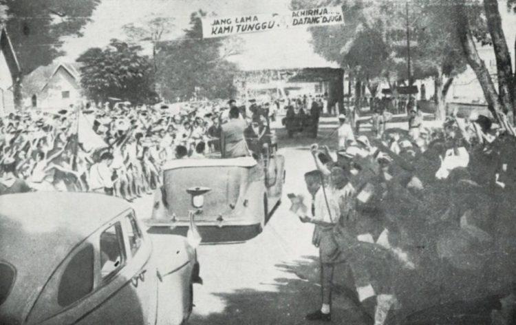 Soekarno keert terug uit ballingschap, juni 1949 - cc