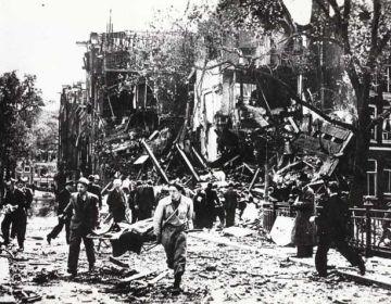 Blauwburgwal, 11 mei 1940. Foto: Stadsarchief Amsterdam, fotograaf onbekend.