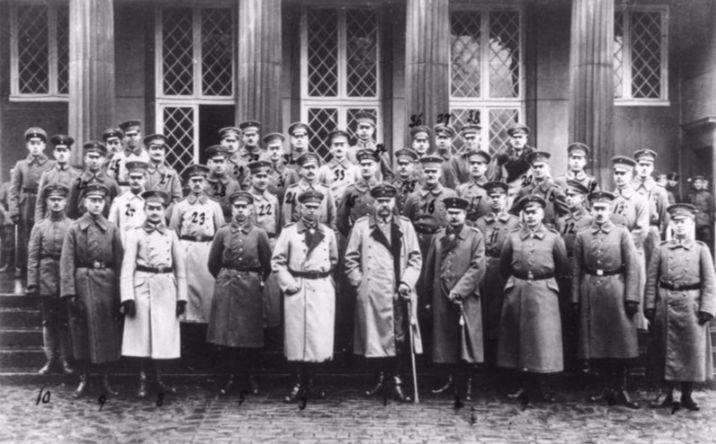De Oberste Heeresleitung bij het Schloss Wilhelmshöhe (november 1918)