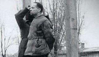 Rudolf Höss kort voordat hij opgehangen wordt (wiki)