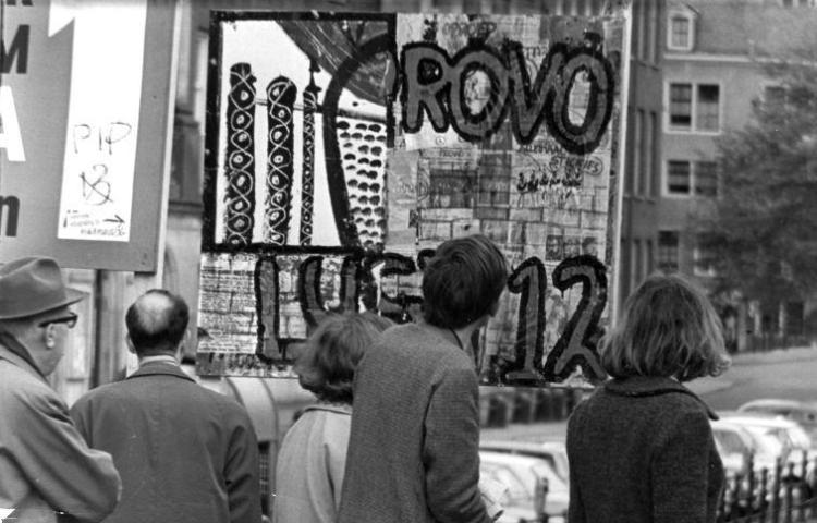 Het eerste verkiezingsbord van de Provopartij te Amsterdam, 8 mei 1966 (cc - Anefo - NA - Spaarnestad)
