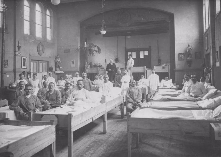 De Servische consul bezoekt het hulpziekenhuis in Rotterdam, februari 1919 (H.A. van Oudgaarden)