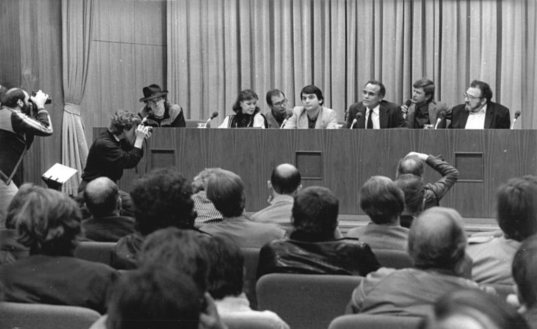 Persconferentie ter afsluiting van het Freie Deutsche Jugend-concert (cc -  Bundesarchiv)
