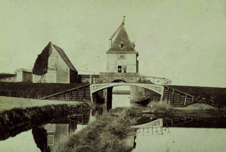 Foto van de Ketenboom kort voor de sloop in 1886 (bron: RCE Amersfoort)