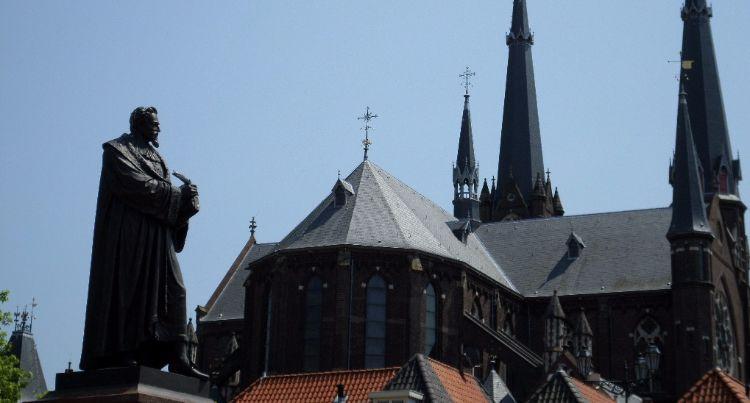 Standbeeld van Hugo de Groot in Delft (cc - Evangelidis)
