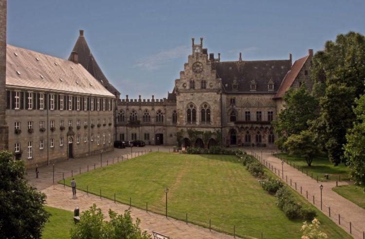 Binnenplaats van het kasteel (cc - Jola Sik)