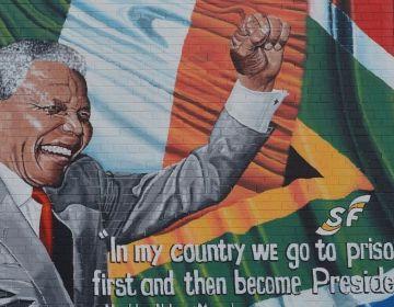 Muurschildering met een afbeelding van Nelson Mandela (cc - Pixabay - Ben_Kerckx)