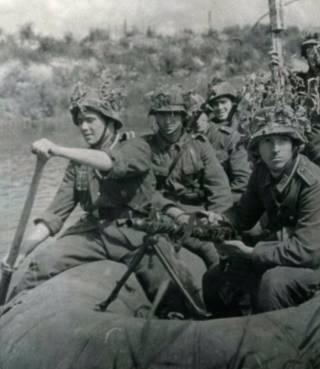 Leden van de Blauwe divisie in de omgeving van Leningrad