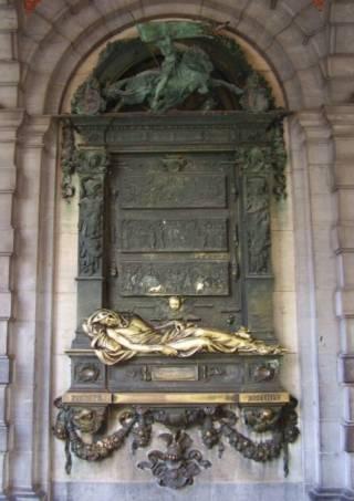Reliëf van Julien Dillens met de stervende Everaard t'Serclaes in de galerij onder De Sterre (1902). - cc
