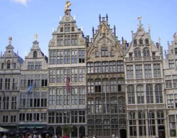 Gildehuizen aan de Grote Markt in Antwerpen - cc