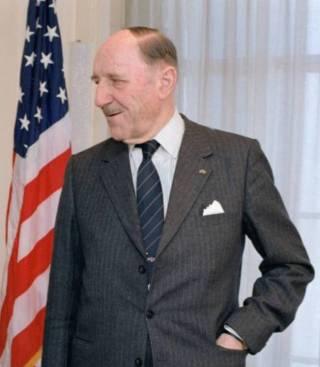 Joseph Luns in 1983 in het Pentagon - cc