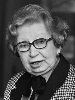 "Presentatie boek ""Herinneringen aan Anne Frank"" van Miep Gies in het Anne Frankhuis in Amsterdam, 1987. Bron: Rob Bogaerts / Anefo - Nationaal Archief"