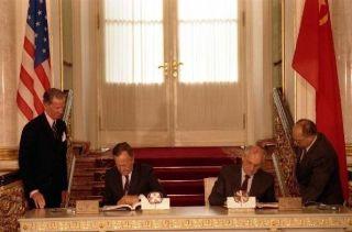 Ondertekening van START door George Bush en Michail Gorbatsjov, 1991