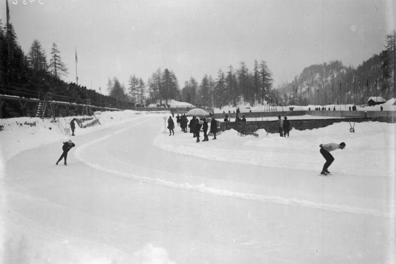 Beeld van het schaatstoernooi op de Winterspelen van 1928 - wiki