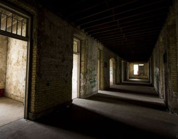 Gang in een verlaten ziekenhuis (cc - Pixabay)