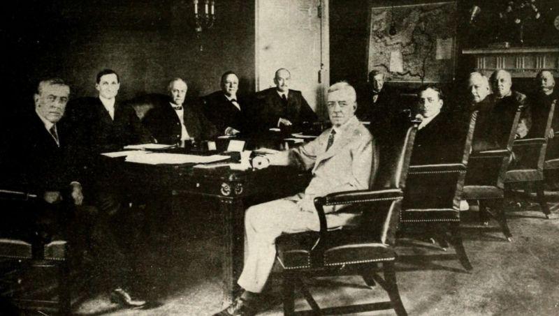 """Woodrow Wilson en zijn kabinet in """"the Cabinet Room"""""""