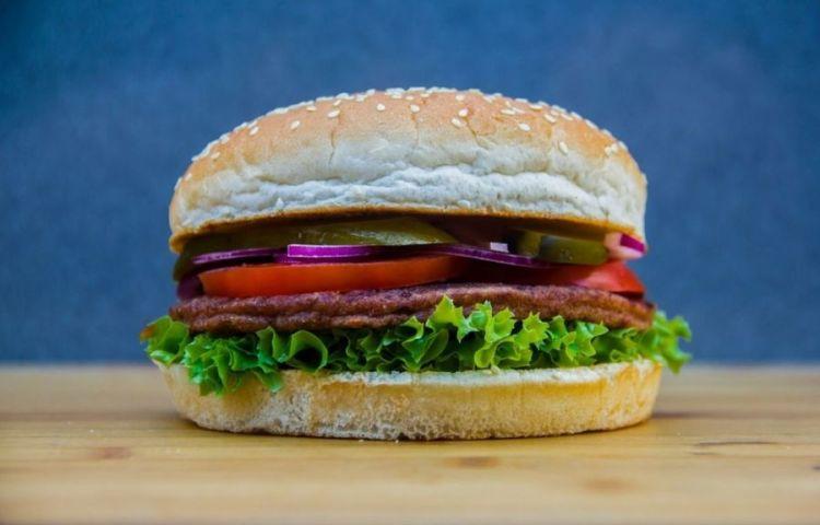 Hamburger (cc - Pixabay - roobertoo)