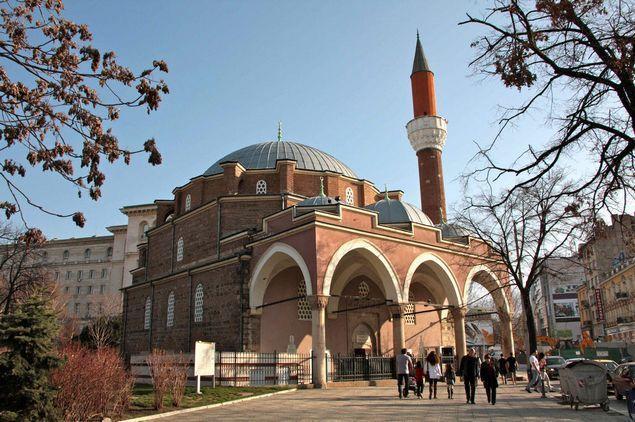 De imposante Banya Bashi-moskee (1576) werd gebouwd toen Bulgarije deel uitmaakte van het Ottomaanse rijk (1396-1878). - wiki
