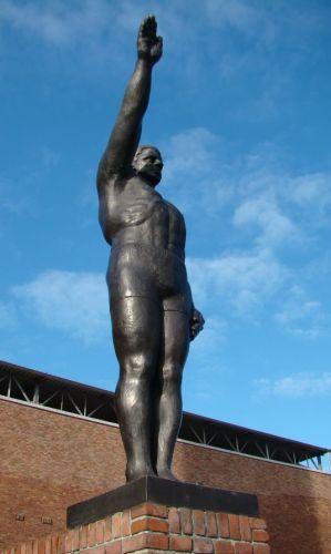 Gra Rueb, De olympische groet tegenover het olympisch stadion te Amsterdam 1928 - wiki