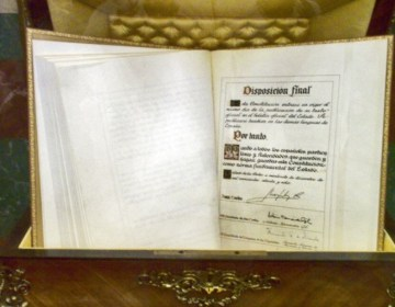 Afschrift van de grondwet van Spanje in het Spaanse congres (cc - miguelazo84)